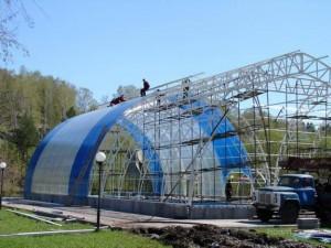 Фото: Строительство поликарбонатного ангара
