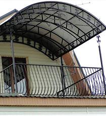 Навесы над балконом из поликарбоната - фото поликарбонатных .