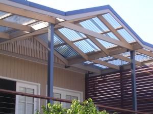 Кровля из поликарбоната — солнечный свет у вас дома