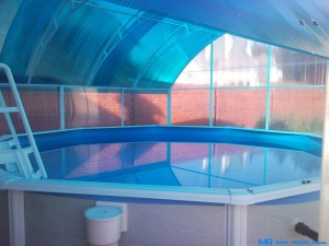Навесы для бассейнов из поликарбоната — лучшая защита от загрязнения водоема