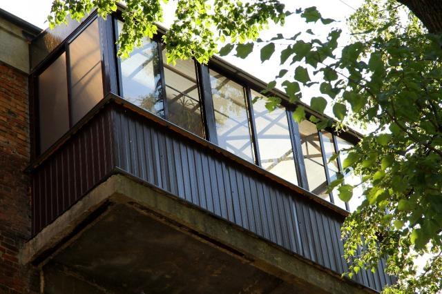 Окна из поликарбоната - фото и сферы применения оконных рам.