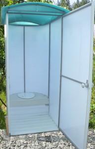 Дачный туалет из поликарбоната — удобное сооружение для дачи