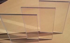 Прозрачный поликарбонат или обычное стекло?