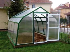 Разборные теплицы из поликарбоната— незаменимые сооружения для огородников