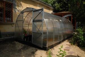 Теплица «Сотка» из поликарбоната — качественный парник на огороде