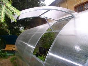 Форточки для теплицы из поликарбоната— герметичные изделия для вентиляции