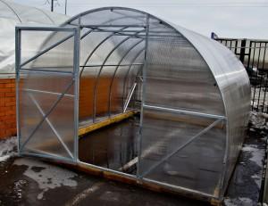 Теплица «Урожай Абсолют» из поликарбоната — парник для выращивания овощей в холодное время года