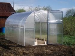 Теплица «Удачная» из поликарбоната — парник для выращивания экологически чистых овощей