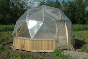 Фото: Тепличная конструкция купольной формы