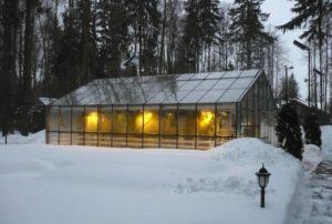 Как происходит обогрев теплицы из поликарбоната зимой?